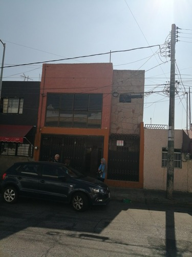 Casa En Venta A Una Cuadra De La Pila Seca Guadalajara Jal