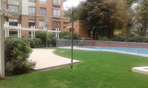 Imagen 1 de 10 de Depto . En Condominio Con Hermoso Jardín Y Piscina