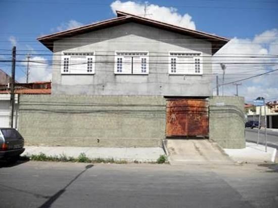 Casa Comercial No Bairro Passaré - 3 Quartos, Garagem