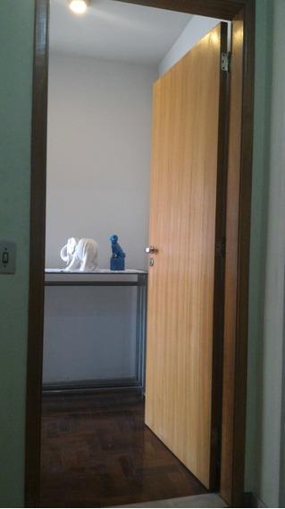 Apartamento Com Dependencias De Empregada