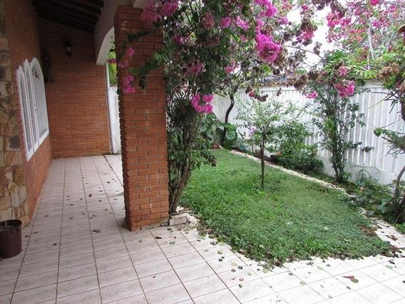 460-casa Á Venda Com 240 M², 4 Dormitórios Sendo 1 Suíte.