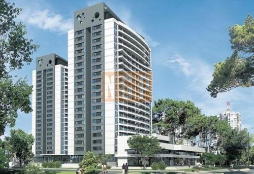 Excelente Ubicación! Espectacular Torre Con Todos Los Servicios Ideal Para Vivir Todo El Año-ref:12693