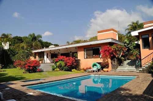 Venta De Casa Un Nivel Y Alberca En El Fraccionamiento Los Limoneros En Cuernavaca