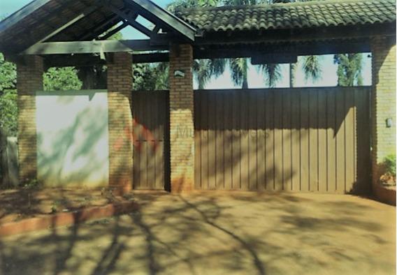 Chácara Alto Padrão Na Região Sul De Londrina - Aceita Permuta! - Mi171