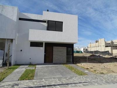 Venta De Casa En Valle Imperial Coto Con Alberca