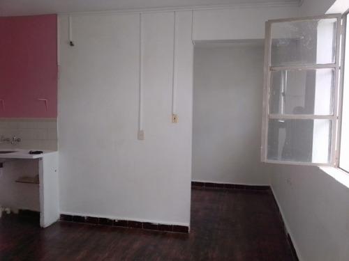1 Dormitorio $13900 S/gcom. 1er Piso Por Escalera. Iluminado