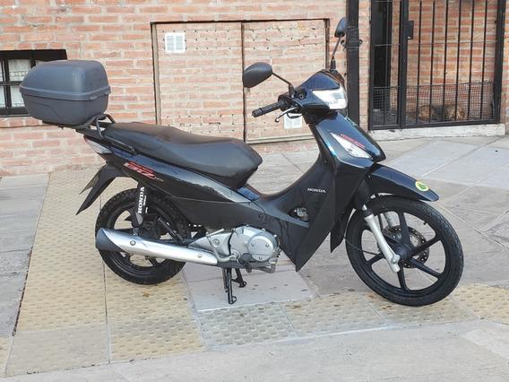 Honda Biz 125 2016 Al Dia Radicada En Capital Con Baul Givi