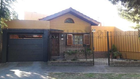 Carlos Gardel E/ 150 Y 151. Casa De 4 Dormitorios En Venta, Berisso