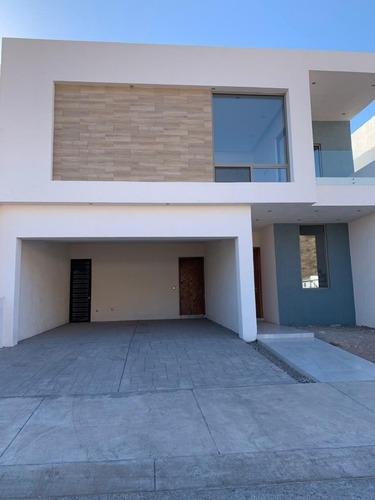 Venta Casa En Bosques Del Valle Iv, Fraccionamiento Cerrado, Chihuahua, Chih.