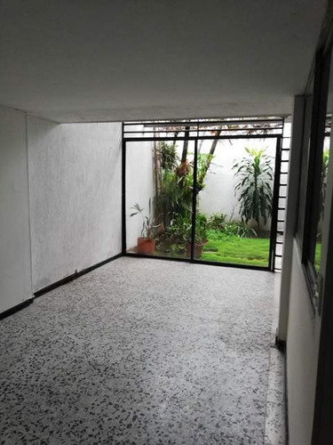 Se Vende Casa  O Se Alquila Para Empresa, La Flora