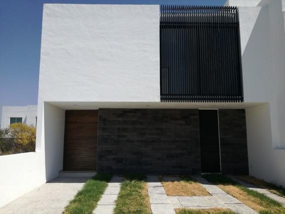 Preciosa Casa En Juriquilla San Isidro, 3 Recamaras, Family Room, Jardín, T.240m
