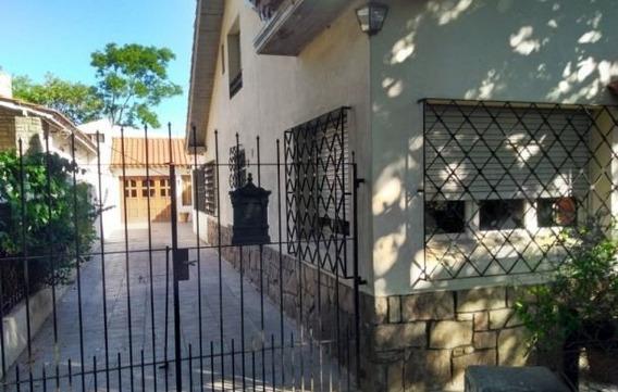 Casa 5 Amb Con Quincho Cubierto Y Jardín. B/ Bosque Alegre.