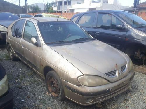 (18) Sucata Renault Megane 1.6 16 V 2001 ( Retirada Peças)