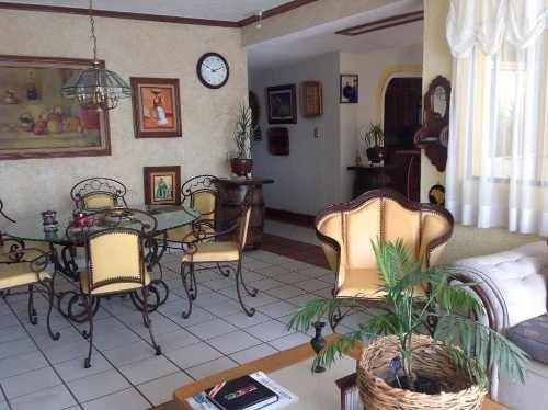 Ubicadísima Casa En 3 Niveles En El Centro De Cuernavaca
