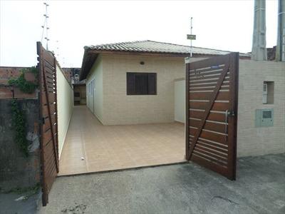 Casa Nova Para Financiar Em Itanhaém, Com Churrasqueira.