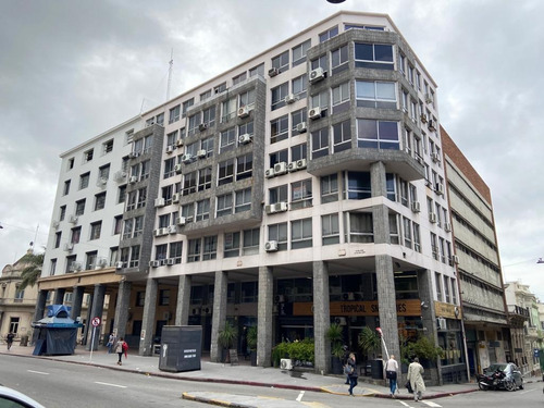 Venta De Amplio Local Para Oficina Ciudad Vieja Reciclado