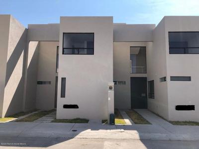 Casa En Renta En Huertas La Joya, Queretaro, Rah-mx-20-2184