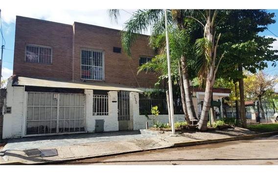 Casa Con Cochera Jardín Y Piscina En Temperley