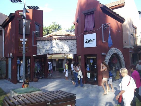Alquilo Local En Mar De Las Pampas. En Peatonal Reciente.,
