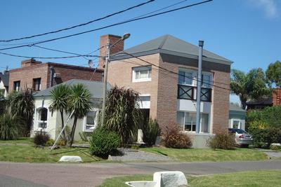 Casa En Alquiler Ubicado En C.c. Banco Provincia, Zona Oeste