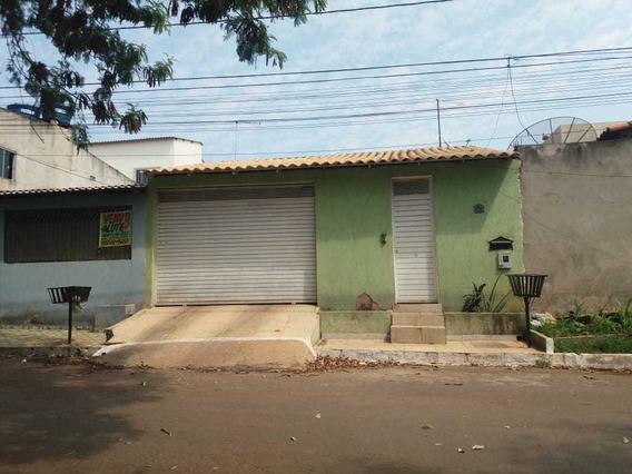 Casa Com 6 Cômodos, Privacidade E Boa Localização.