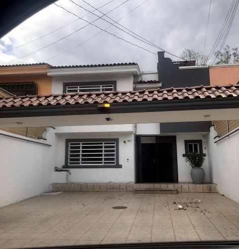 Casa En Renta Semi Amueblada, Hacienda De Las Lomas