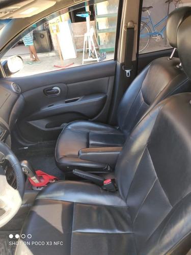 Imagem 1 de 6 de Nissan Livina 2012 1.8 Sl Flex Aut. 5p