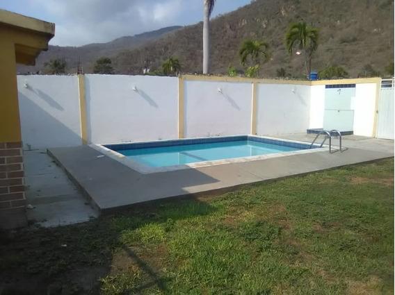 Casa Con Piscina En El Playon, Cerca De La Playa De Ocumare.