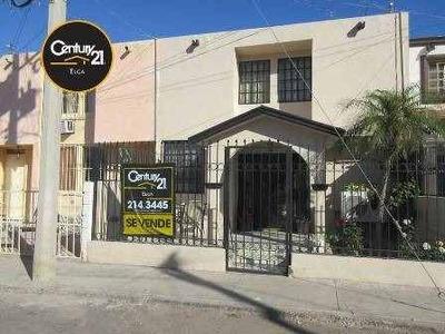 Casa En Venta De Dos Niveles Al Poniente De La Ciudad.