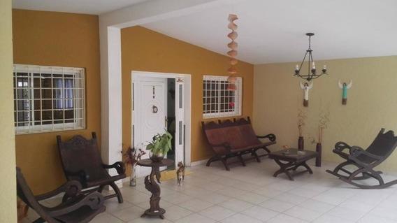 Casa En Venta. Morvalys Morales Mls #20-3387