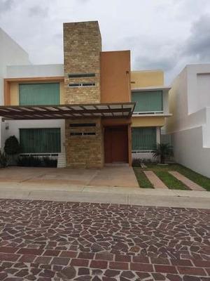 Residencia En Cumbres Del Lago, En Privada, 4ta Rec En Pb.