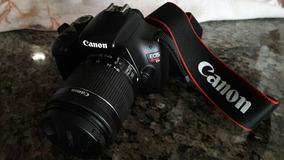 Camera Canon T3 Com Lente 18-55 Seminova + Tripé