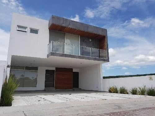 Casa De Lujo En Venta Para Inversión, Cuenta Con Inquilino.