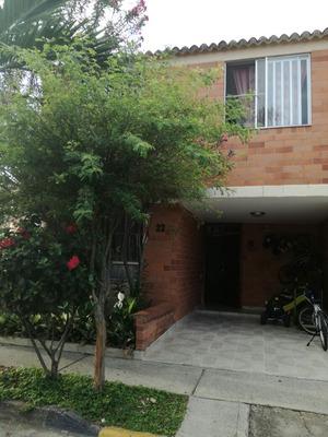 Casa, 4 Habitaciones, 3 Baños En Conjunto Cerrado.