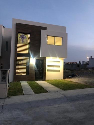 Moderna Casa En Tranquila Privada, Cerca De Providencia