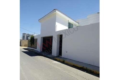 Renta De Residencia Nueva Con Amplio Jardín Atrás Plaza San Diego, Puebla