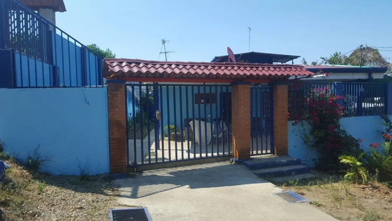 Casa Independiente 5 Habitaciones 3 Baños Y Apt En 2do Piso