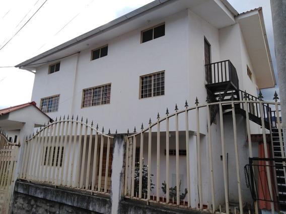 Casa Rentera De 2 Departamentos Con Terreno