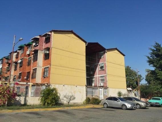 Apartamento En Venta Madre María, Los Samanes 20-9623 Hcc