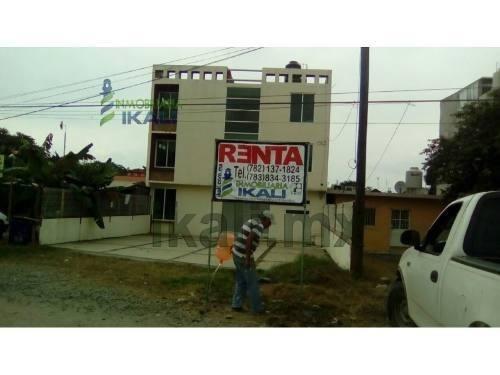 Rento Edificio Con Oficinas Y Despachos Colonia Villa De Las Flores Poza Rica Veracruz, Se Encuentra Ubicado En La Carretera A Cazones Justo En Frente De La Universidad Ugm En La Colonia Villa De Las
