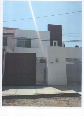 Casa 3 Recamaras, 2 1/2 Baños, Jardin, Cochera, Despacho