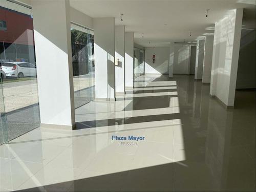 Local En Malvin Frente A Nuevo Centro Comercial