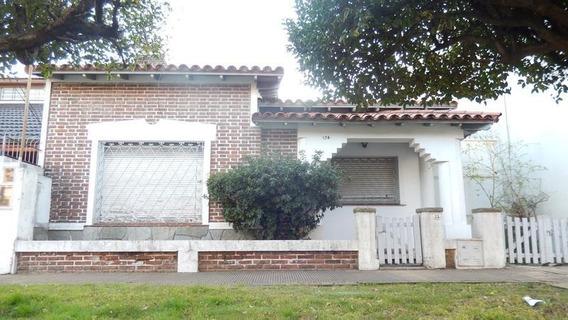 Venta- Casa Tres Ambientes En Bernal - A Reciclar.