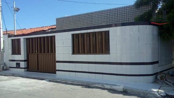 Casa De Esquina, Com 2/4, Sendo 1 Suíte E 4 Vagas De Garagem No Bairro Inácio Barbosa - Ca0303