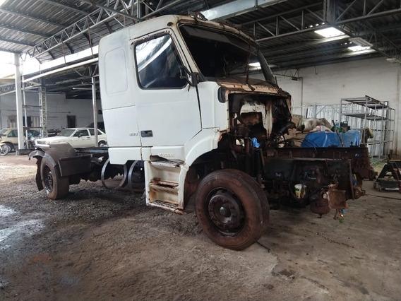 Caminhão Volvo Nh12 380 2005 Batido Em Dia