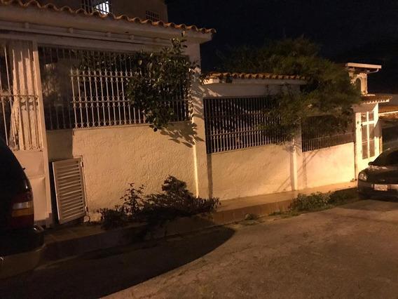 Amplia Casa En Urbanización Privada De Colinas De Carrizal