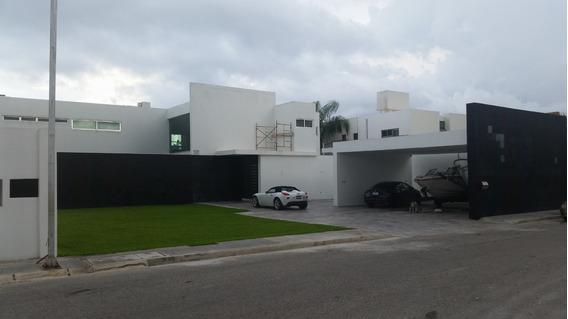 Casa Ubicada En La Mejor Zona Residencial De Merida Urge