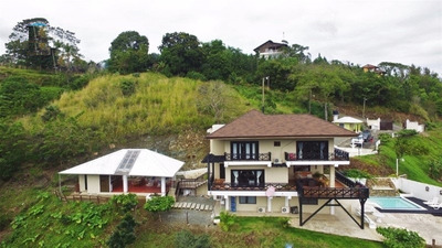 Hermosa Villa En Alta Vista