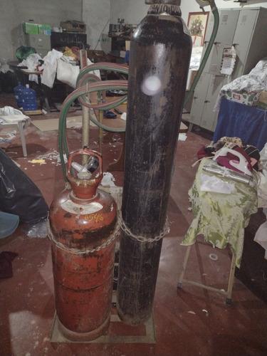 Imagem 1 de 1 de Cilindro De Oxigênio E Acetileno