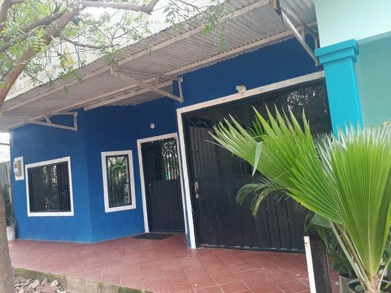 Casa 3 Habitaciones Garaje Patio Y 1 Baño Y Ducha